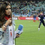 Sara Carbonero, a pie de campo durante la semifinal