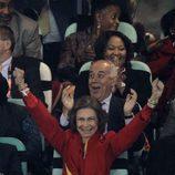 La Reina Sofía celebra el gol de Puyol