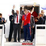 Íker Casillas llega con la Copa del Mundo a Barajas