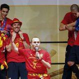 Andrés Iniesta habla durante la celebración de la Selección