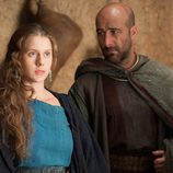 Helena (Manuela Vellés) y Teodoro (Antonio Gil)