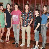Nani Jiménez junto a los protagonistas de 'El internado'