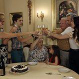 La familia Alcántara brinda