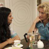 Mercedes habla con Inés