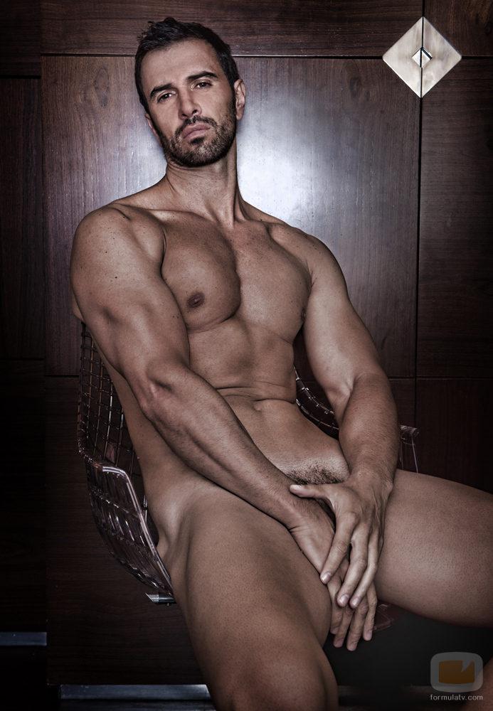 Desnudo De Roberto Lia O