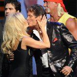 Pamela Anderson besa a David Hasselhoff