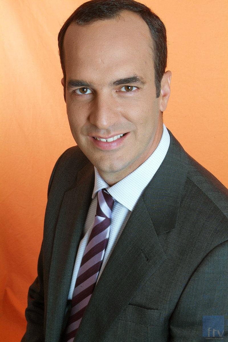 Santi Acosta presenta 'Confidencial SA'