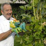 Karlos Arguiñano junto a una planta de perejil