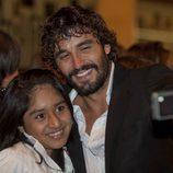 Álex García con una fans