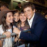Junio Valverde con algunas fans