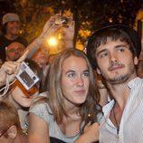 Yon González con una fan