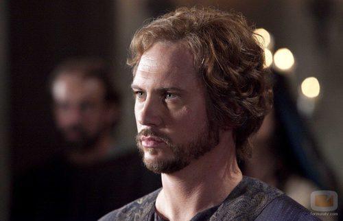 Matt Devere es Robert de Gloucester