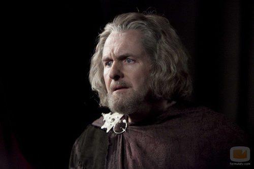 Robert Bathurst como Percy Hamleigh