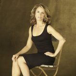 Felicity Huffman, sentada en una silla