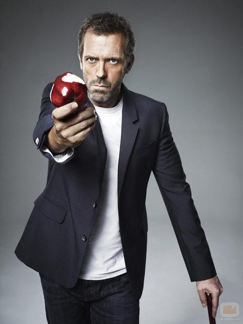 El dr. House ofreciendo una manzana