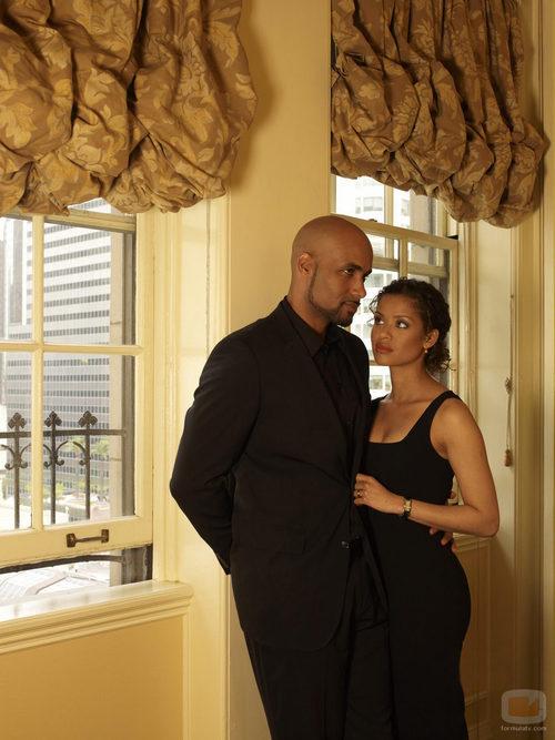 Samantha mira a su marido Steven