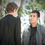Román habla con Clara en 'Romeo y Julieta'