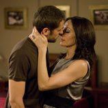 El beso entre el teniente Garrido y Elsa en 'Hasta que la muerte nos separe'