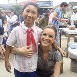 Raquel Sánchez Silva con una vietnamita