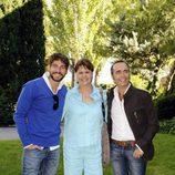 Félix Gómez y Celia Castro junto a Juan Ribó
