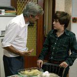 Antonio riñe a Carlitos en 'Camisas de once varas'