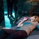 Sandra Pazos (Yolanda Arestegui) atada a la cama en 'La luz'
