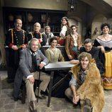 Personajes de 'Bandolera' en la taberna del pueblo