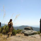 Viriato (Roberto Enriquez) en lo alto de una ladera