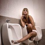 Tamara Gorro en los urinarios