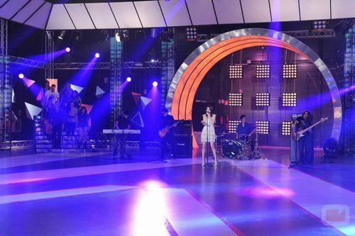Selena Gomez en el escenario de 'Fama'
