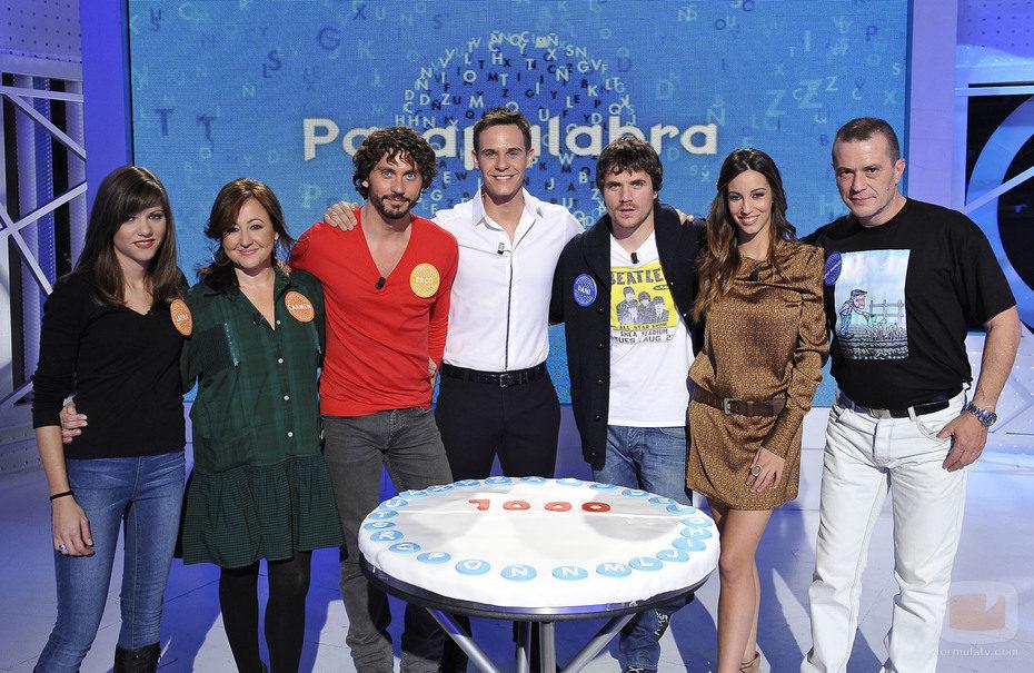 Concursantes, invitados y presentador del programa mil de 'Pasapalabra'