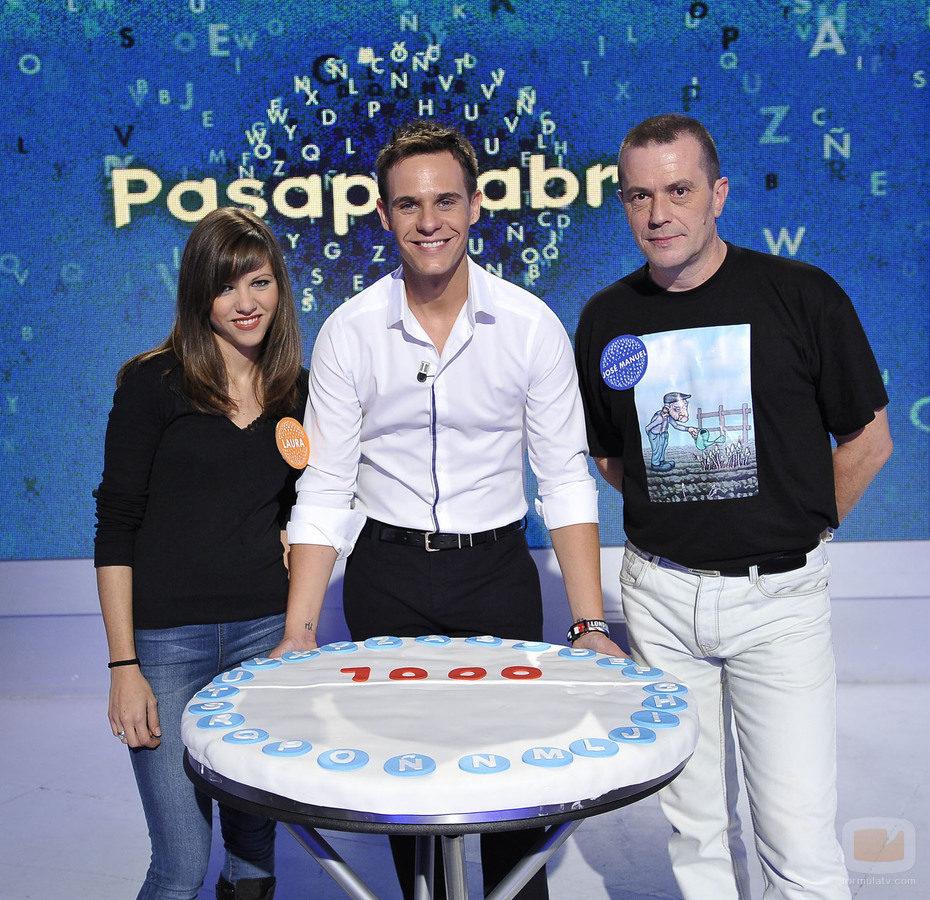Christian Gálvez y los concursantes del programa mil