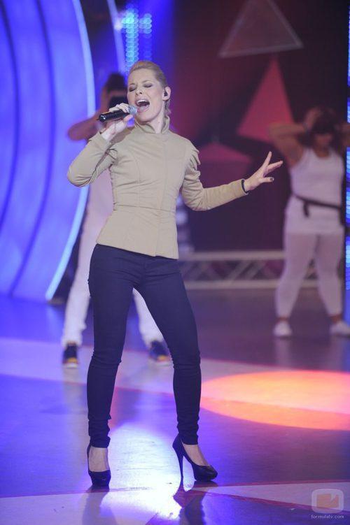 Soraya se emociona cantando