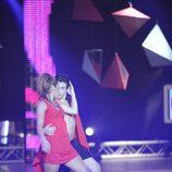 Aaron y Ali bailando