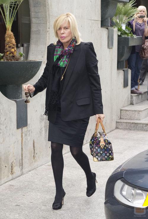 Bárbara Rey llega al tanatorio para despedir a Paco Marsó