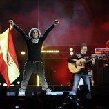 David Bisbal con la bandera de España