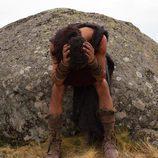 Viriato frustado junto a una roca