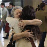 Inés se abraza a su abuela Herminia