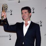 Simon Cowell con su Emmy Internacional 2010