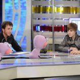 Justin Bieber habla con las hormigas