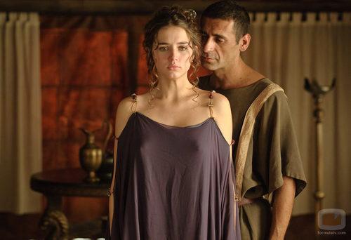 Octavio (Nacho Fresneda) con Nerea (Ana de Armas)