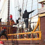 Los especialistas de la serie 'Piratas' en el galeón