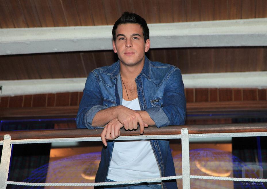Mario Casas apoyado en 'El barco' - Imagen Foto FórmulaTV Televisión