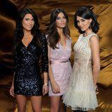 Trío de mujeres para recibir el 2011
