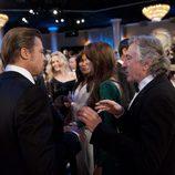 Brad Pitt y Robert De Niro conversan durante la ceremonia