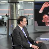 Mariano Rajoy mira a Gloria Lomana