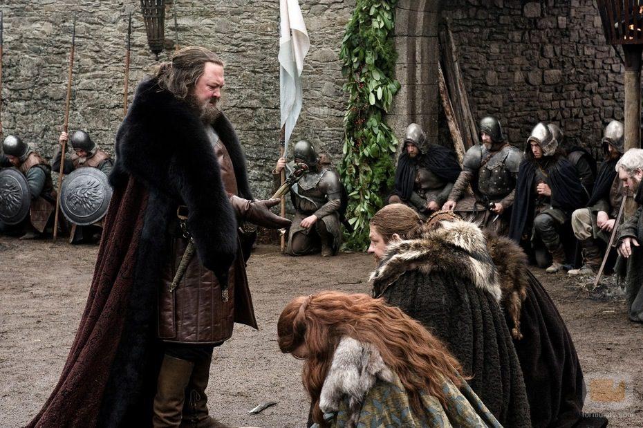 Llegada de Robert Baratheon a Invernalia en 'Juego de tronos'