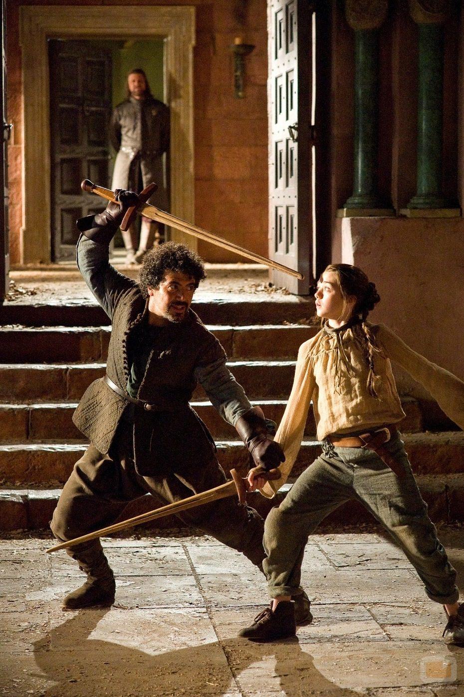 Syrio Forel le da clases a Arya Stark en 'Juego de tronos'