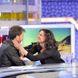 Jane Badler broma con Pablo Motos en 'El hormiguero'