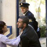 Anabel Alonso llora con la entrada de su novio en prisión en 'La familia Mata'